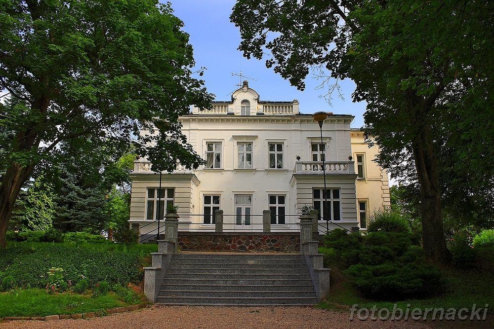 Budynek Muzeum Przyrody w Drozdowie niedaleko Łomży