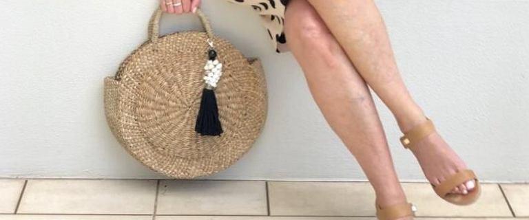 Eleganckie buty na lato dla kobiet po 50-tce! Sandały na słupku wyszczuplą łydki i dodadzą szyku!