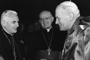 To ujęcie robi furorę w internecie! Ale czy zdjęcie z papieżami jest autentyczne?