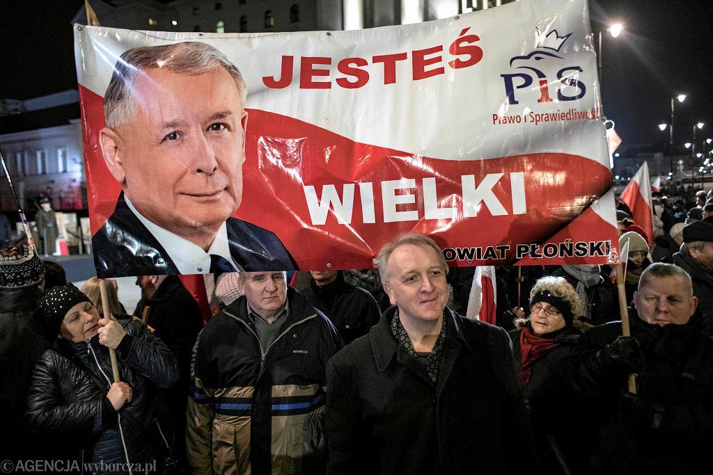 Wieczorne obchody 95. miesięcznicy smoleńskiej. Warszawa, 10 marca 2018