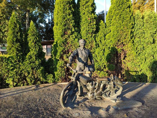 Alfred Smoczyk niekwestionowana gwiazda polskiego żużla. W Lesznie stadion nosi jego imię