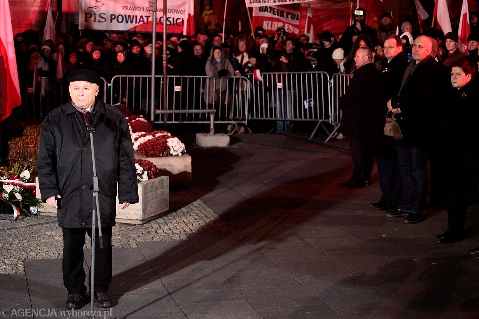 Prezes Jarosław Kaczyński obchodzi Święto Niepodległości w miesięcznicę katastrofy smoleńskiej
