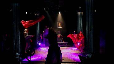 Białystok. 'Treny' - słynne, przepełnione rozpaczą wiersze Jana Kochanowskiego sprzed prawie 500 lat, Teatr Dramatyczny postanowił przenieść na scenę w postaci spektaklu