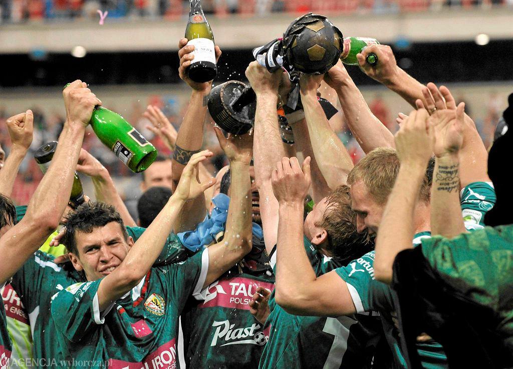 Piłkarze Śląska Wrocław cieszą się ze zdobycia mistrzostwa Polski w 2012 roku po pokonaniu w Krakowie Wisły