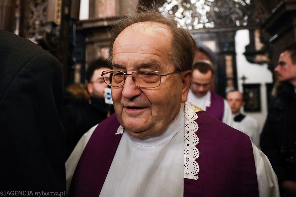 Uroczystości pogrzebowe biskupa Tadeusza Pieronka potrwają dwa dni