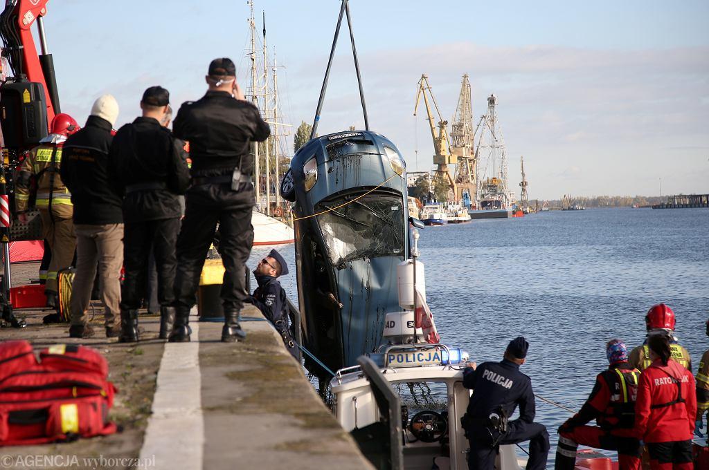 Szczecin. Kierowca przypadkiem wjechał do Odry. Nie udało się go uratować