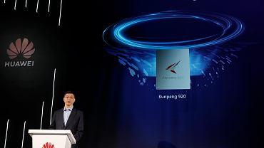 Szef marketingu William Xu prezentuje nowy procesor Huawei. Shenzhen, Chiny, 7 stycznia 2019