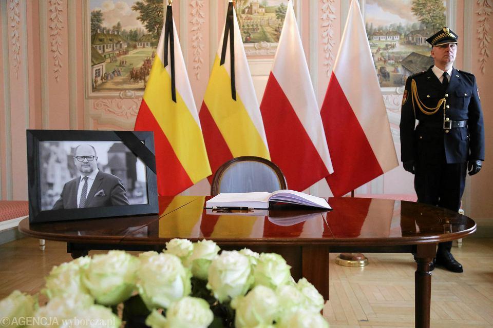 Księga kondolencyjna w Urzędzie Miasta Białegostoku