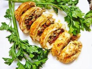 Rolada drobiowa nadziana grzybami i ziołowym camembertem