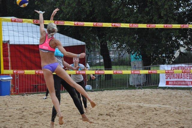 I dzień finałów mistrzostw Polski w siatkówce plażowej na obiektach Wandy w Krakowie