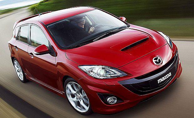 Mazda 3 MPS to hot hatch z krwi i kości z niezłymi osiągami. 0-100 km/h 6,1 sekundy, V-max 250 km/h