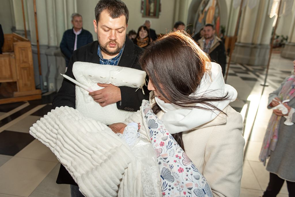 Chrzest Święty - coraz mniej Polaków chrzci dzieci