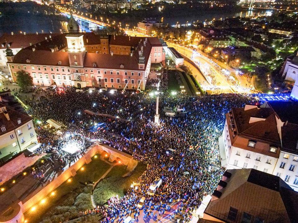 Prounijna manifestacja na placu Zamkowym