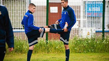 Pierwszy trening Arki Gdynia. Na zdjęciu Mateusz Czapłygin (z lewej) i Sebastian Szerszeń (z prawej)