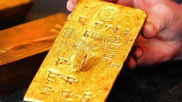 Niemcy przed czasem wycofali część złota z USA. N/z najstarsza sztabka złota z niemieckiego Bundesbanku. Pochodzi z 1917 r i dziś warta jest 442,000 euro (472.700$)