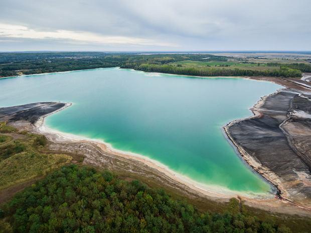 Wygląda jak Karaiby, a tak naprawdę to Lazurowe Jezioro w Polsce. Ale nie wolno się w nim kąpać