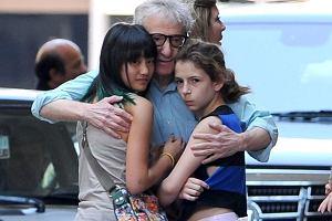 Woody Allen z córkami.