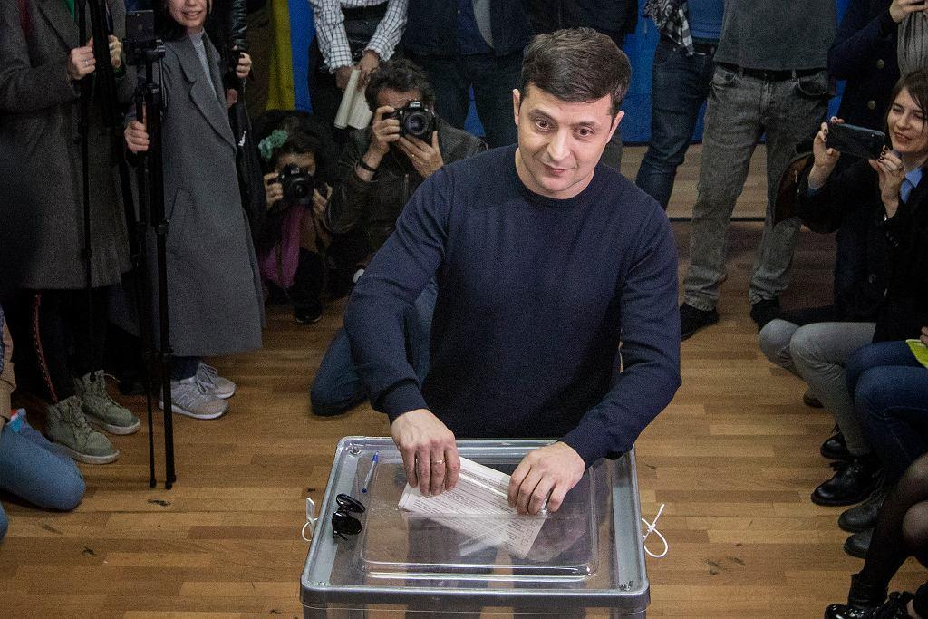 31.03.2019, Kijów, I tura wyborów prezydenckich, głosuje faworyt Wołodymyr Zełenski