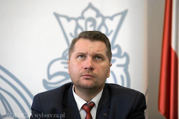 Powrót dzieci do szkół. Minister Czarnek wyjaśnia, kiedy będzie decyzja
