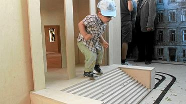 Skala makiety jest tak duża, że do środka budowli może wejść dziecko