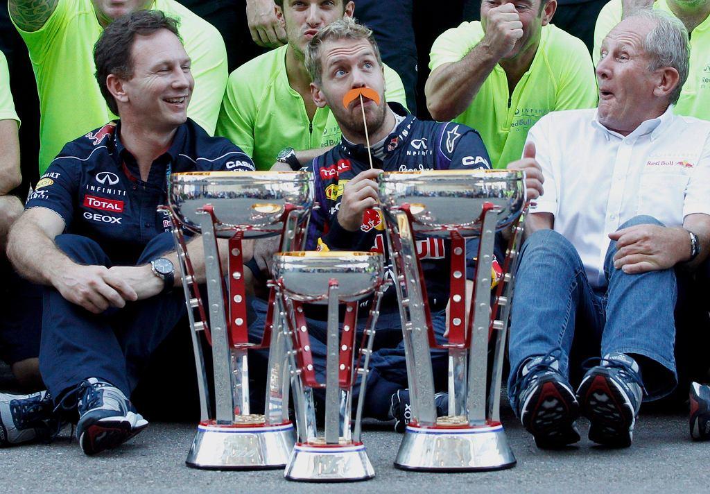 Sebastian Vettel świętuje z zespołem zwycięstwo w GP USA