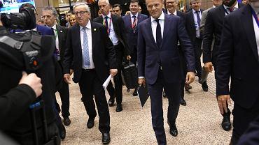 11.04.2019, Bruksela, przewodniczący Rady Europejskiej Donald Tusk i przewodniczący Komisji Europejskiej Jean-Claude Juncker w drodze na konferencję prasową na której przedstawia wyniki rozmów podczas szczytu przywódców Unii Europejskiej.