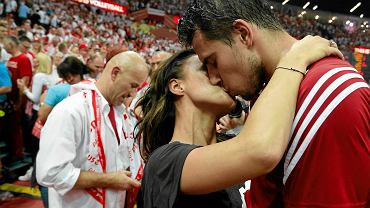 Fabian Drzyzga cieszy się z partnerką.