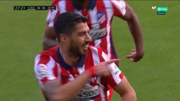Luis Suarez dedykujący Diego Simeone gola z Cadizem