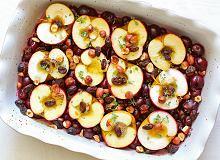 Jabłka zapiekane z wiśniami i orzechami laskowymi - ugotuj