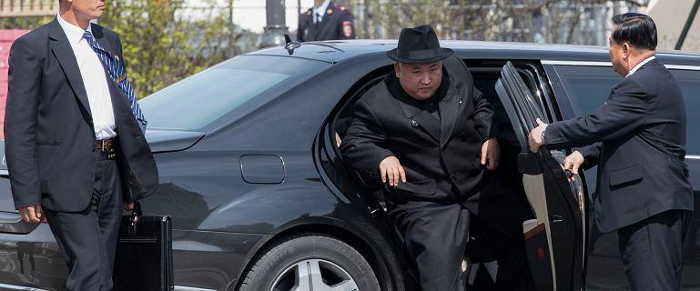 Skąd Korea Północna ma luksusowe mercedesy? Ich producent nie ma pojęcia