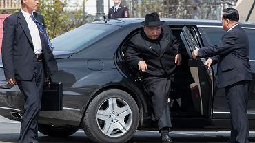 Kim Dzong Un w Mercedesie
