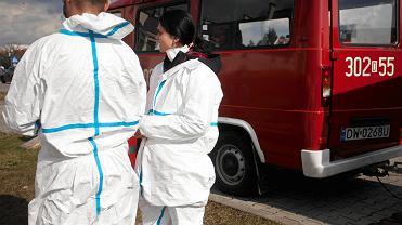 Koronawirus w Polsce. Przygotowanie szpitala polowego we Wrocławiu