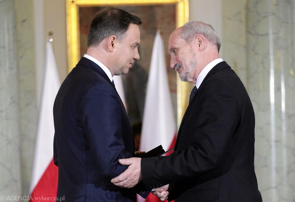 Andrzej Duda i Antoni Macierewicz podczas uroczystości zaprzysiężenia rządu
