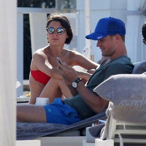 Manuel Neuer relaksuje się w towarzystwie swojej dziewczyny Kathrin Gilch