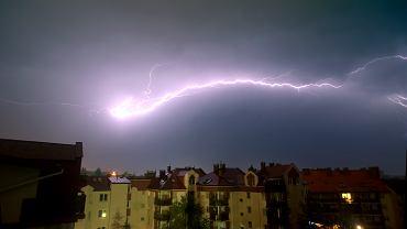 IMGW ostrzega przed burzami z gradem (zdjęcie ilustracyjne).