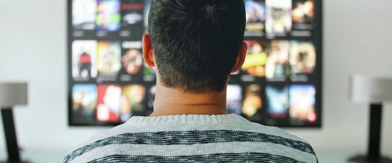 Kino w domu: wybieramy projektory, ekrany projekcyjne, lampy i głośniki