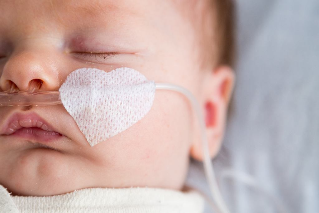 Dziewczynka była zakażona koronawirusem, mama opowiada, jak wyglądał proces zdrowienia.