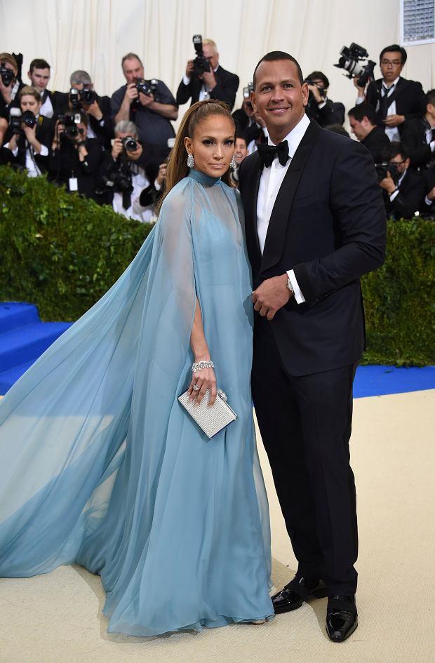 Zdjęcie numer 6 w galerii - MET Gala 2017. Jennifer Lopez z nowym partnerem i Rihanna w najdziwaczniejszej kreacji wieczoru