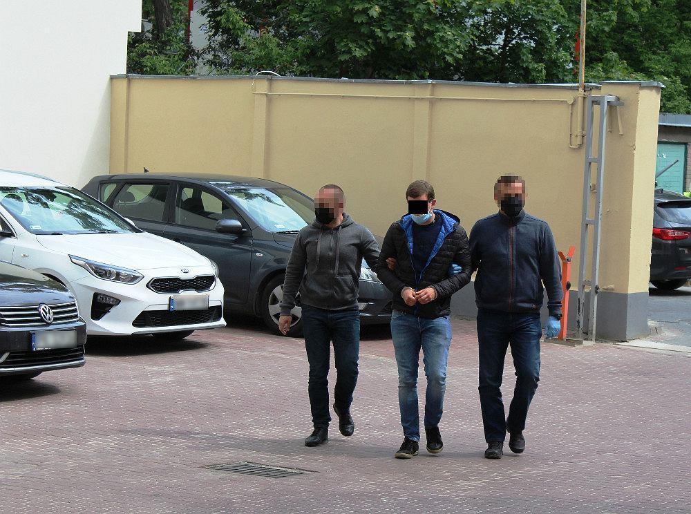 31-letni podpalacz zatrzymany przez policję w Warszawie.