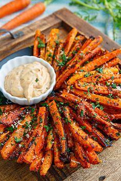 Frytki z marchewki mają lekko słodkawy smak, przypominają te z batatów