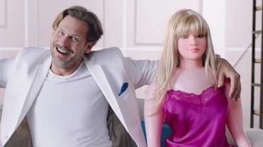 Gumowe lalki w reklamie sieci kablowej