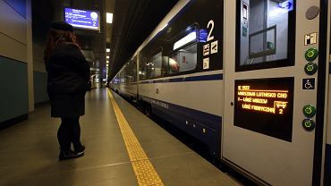 PKP. Do ceny biletu kupionego w pociągu konduktor może doliczyć 130 zł. Jak podróżować w czasie pandemii?