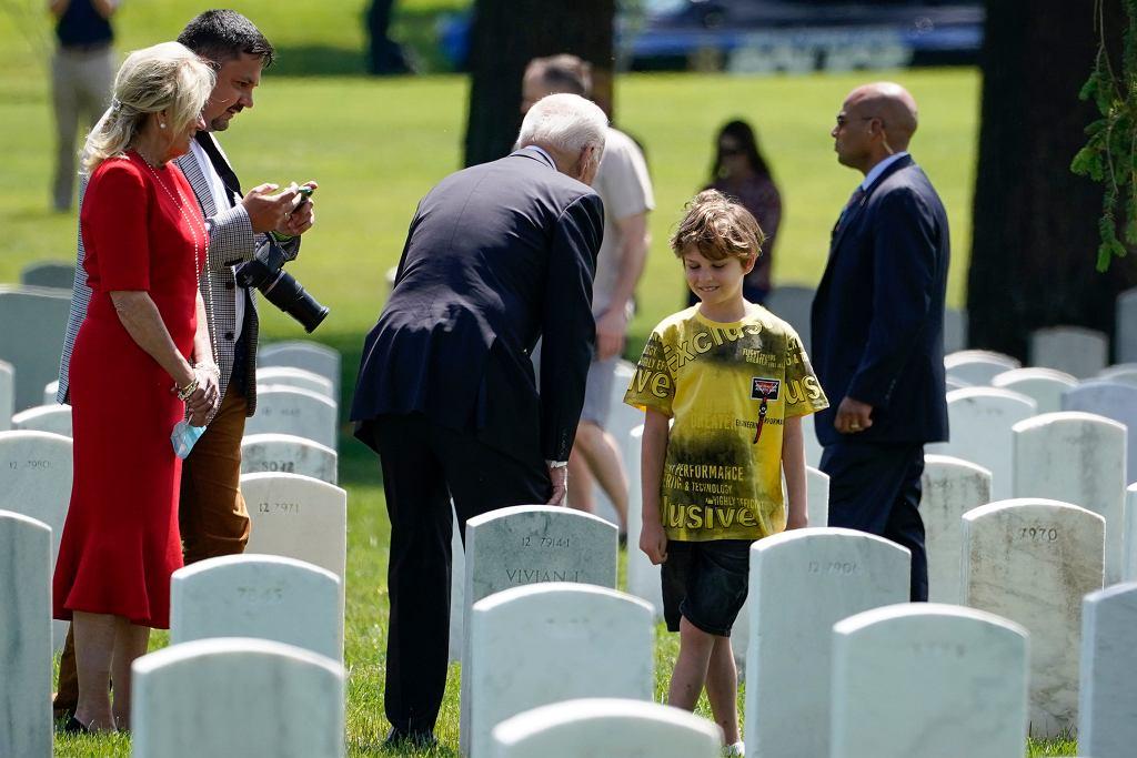 Prezydent Joe Biden odwiedził cmentarz wojskowy w Arlington