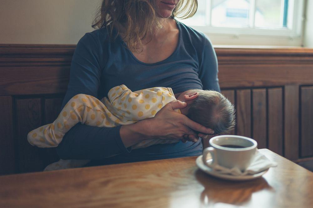 Karmienie dziecka piersią w miejscach publicznych jest według polskiego prawa legalne