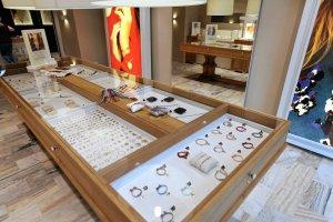 Kosmetyczki, fryzjerzy czy sprzedawcy biżuterii dostaną pieniądze z tarcz antykryzysowych. Nowy program wsparcia na kwiecień
