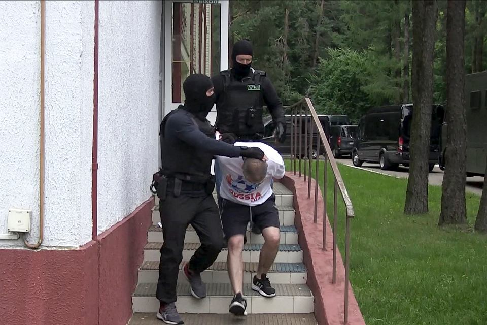 Jeden z zatrzymywanych Wagnerowców na filmie udostępnionym przez białoruskie KGB