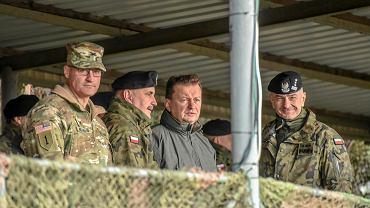 Mariusz Błaszczak podczas spotkania z m.in. żołnierzami amerykańskiej Pancernej Brygadowej Grupy Bojowej
