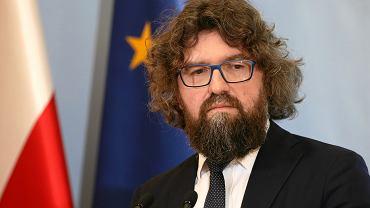 Piotr Woźny podczas konferencji w KRPM.