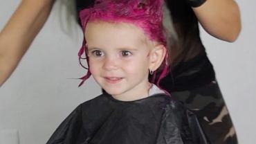 Zdania na temat farbowania włosów dzieciom są mocno podzielone, o czym przekonała się ta młoda mama