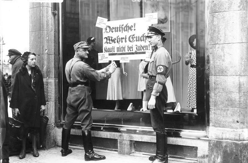 Noc kryształowa w nazistowskich Niemczech - zdjęcie archiwalne